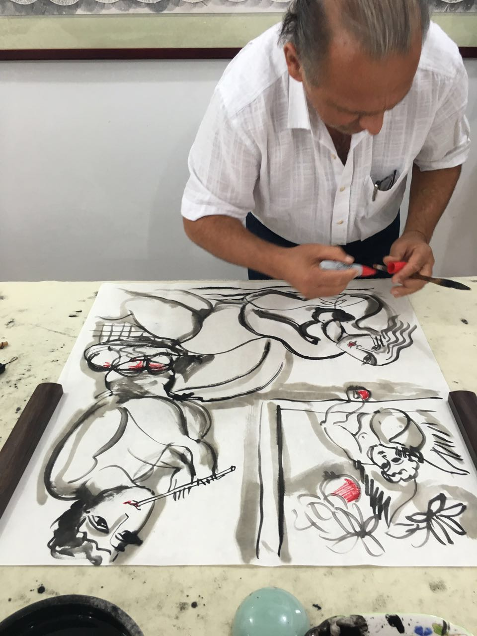 Yuroz working with chinese calligraphy brushes and ink